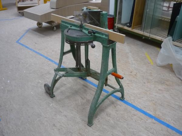 Mitre punching machine