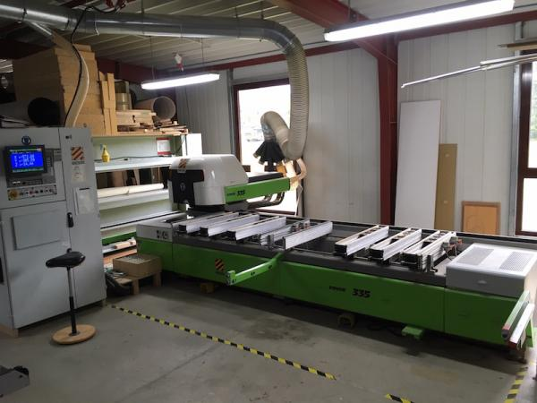 CNC machining center (3.200 x 950 mm)