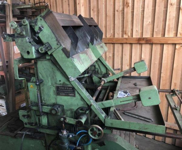 Pallet nailing machine (defective)